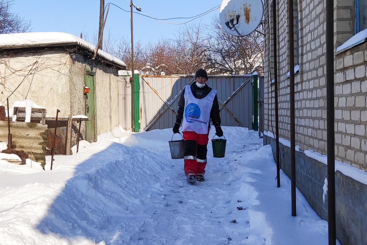 Активисты из Вахрушево помогли одиноким пенсионерам 2