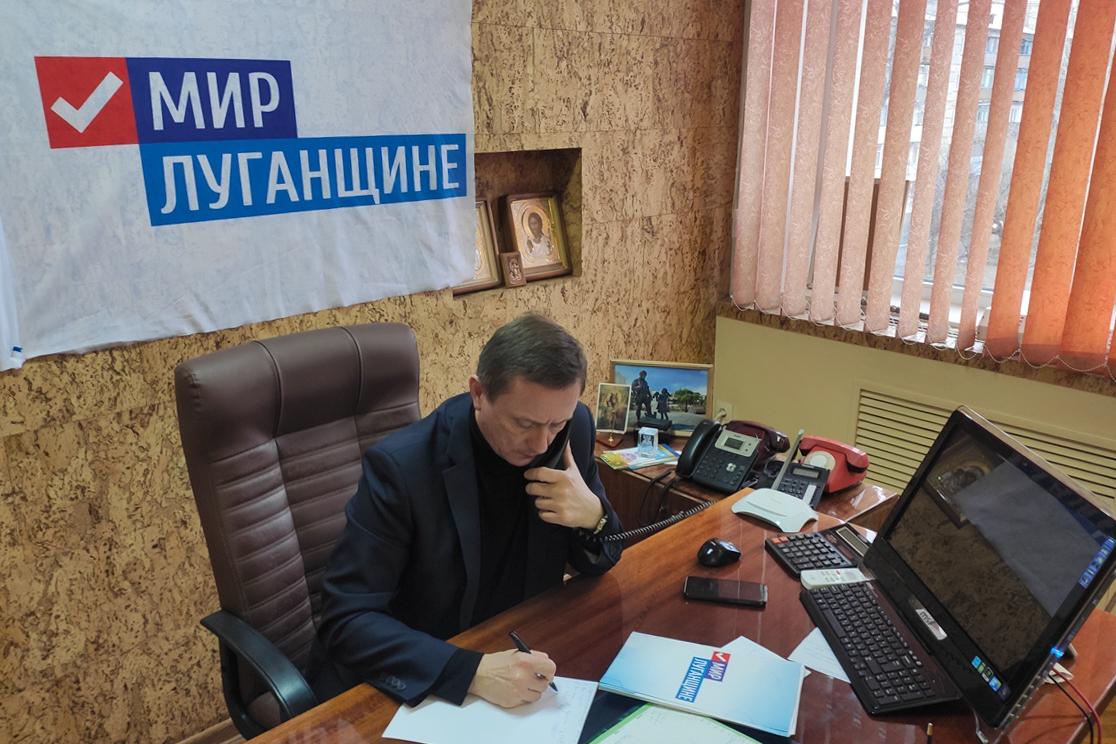 В Брянке глава администрации Николай Моргунов провёл прямую телефонную линию с жителями города