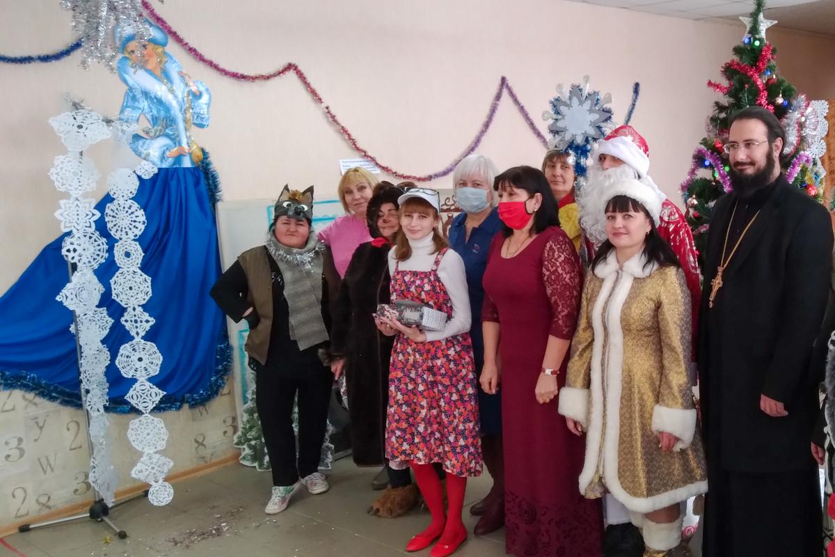 Активисты Хорошенского первичного отделения подготовили для местной детворы сказку «Рождественское чудо» 1