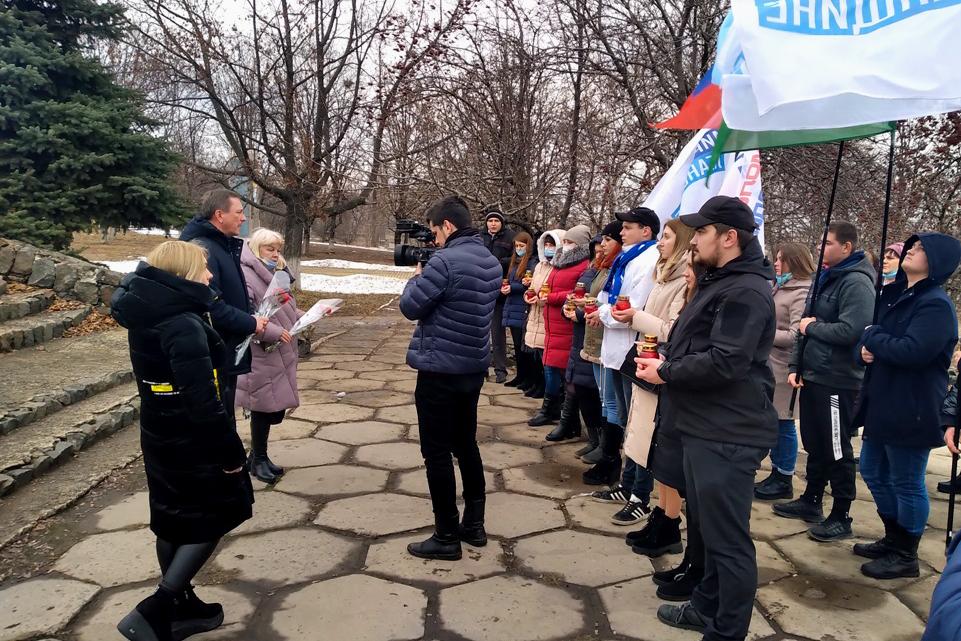 В городах ЛНР провели памятные мероприятия, посвящённые освобождению Ленинграда от блокады 9