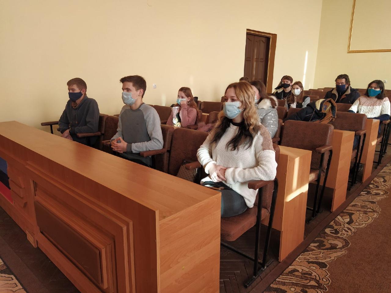 В Перевальске для молодёжи провели брейн-ринг «Я люблю Республику»