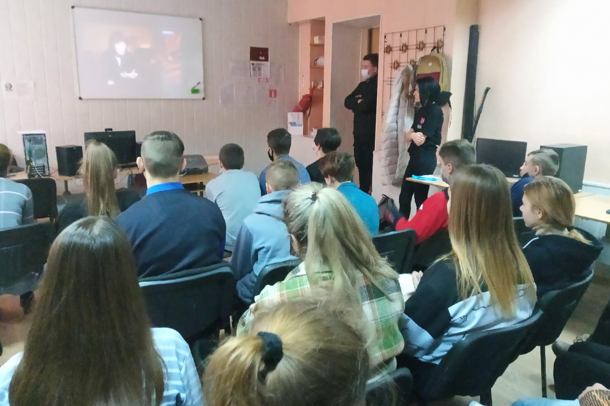 Активисты проекта «Молодая Гвардия» провели в Лутугино урок мужества об освобождении Ленинграда