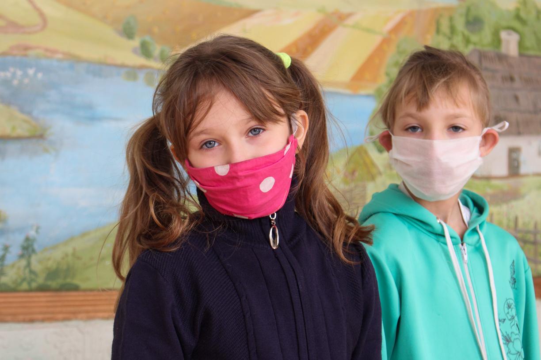В рамках акции «С заботой о детях!» активисты ОД «Мир Луганщине» передали более 90 канцелярских наборов воспитанникам «Стахановской школы-интерната №2» 2