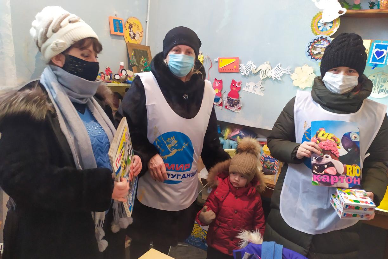 С Днём творчества и вдохновения активисты поздравили участников изостудии «Дар» в Вахрушево