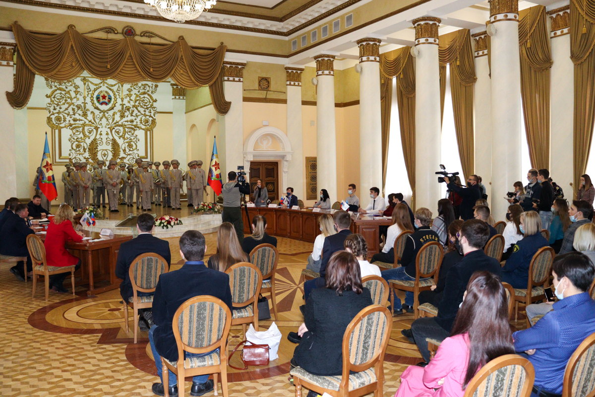 Круглый стол, приуроченный ко Дню студента, прошёл в Луганске