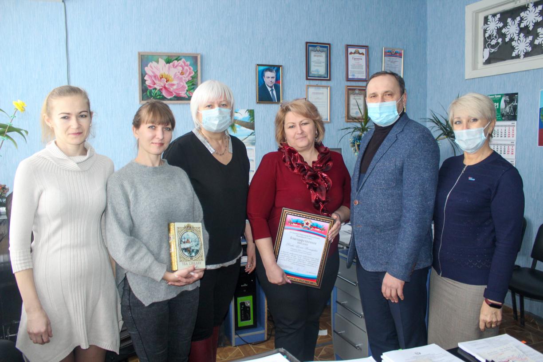 В Славяносербске поздравили работников государственной нотариальной службы с профессиональным праздником
