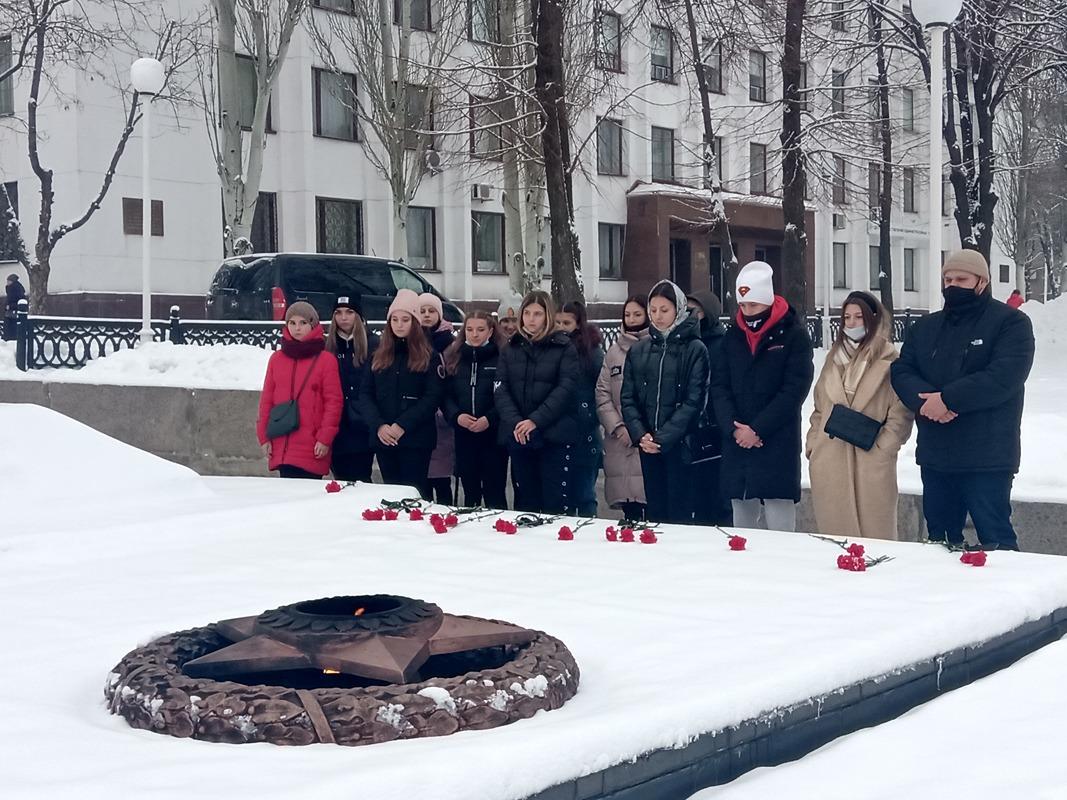 Молодёжь Стаханова почтила память молодогвардейцев 2