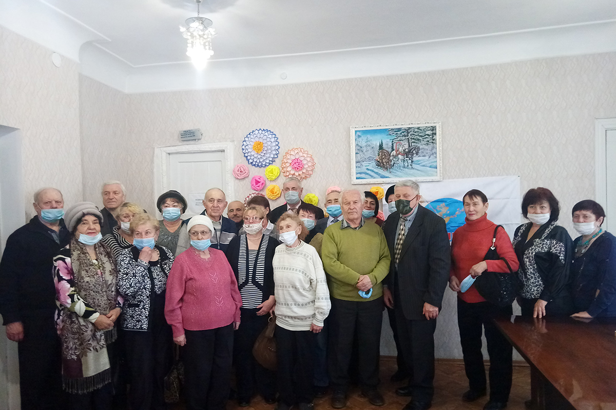 В Луганске активисты ветеранского движения чествовали именинников