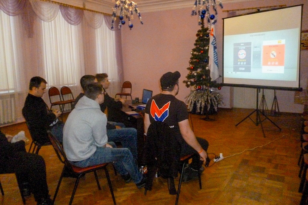 Координатор проектов «Молодая Гвардия» и «Дружина» Брянковского теротделения ОД «Мир Луганщине» провёл встречу с активистами проектов