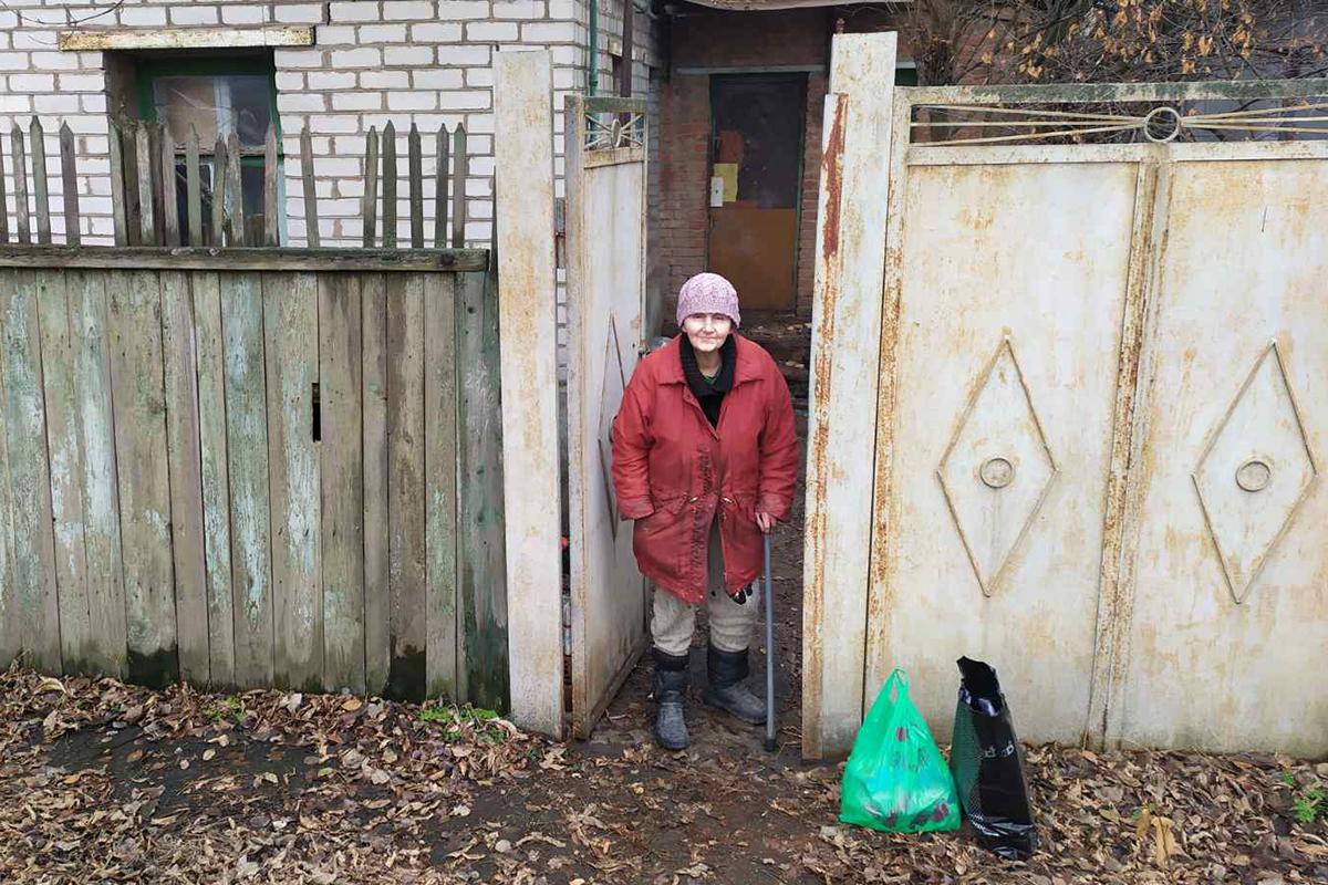 Активисты акции «Рука помощи» помогли семи жителям Луганска