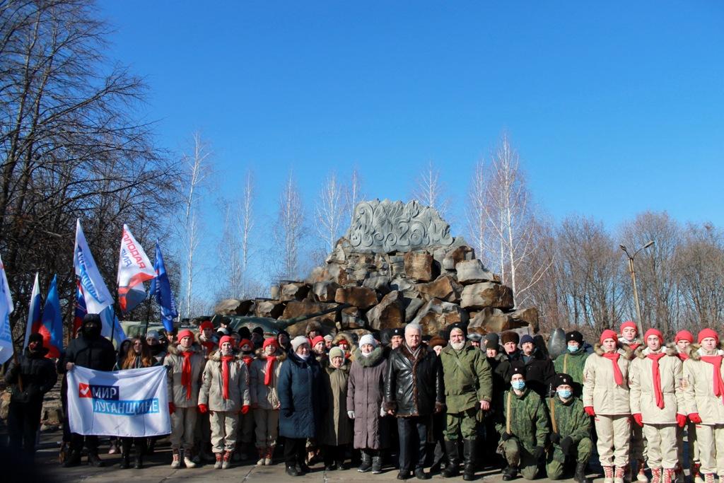 В Красном Луче у памятного знака воинам-интернационалистам состоялся митинг
