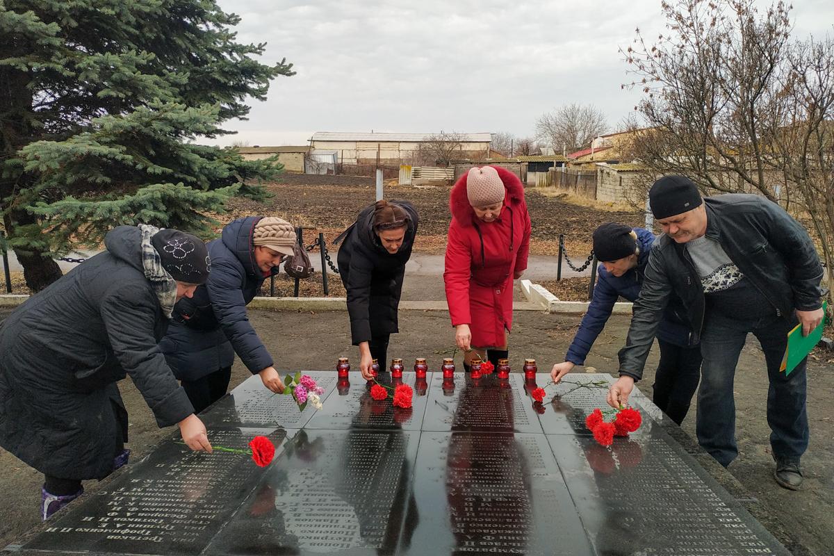 Активисты ОД «Мир Луганщине» провели митинги, приуроченные ко дню освобождения Краснодона от немецко-фашистских захватчиков 3