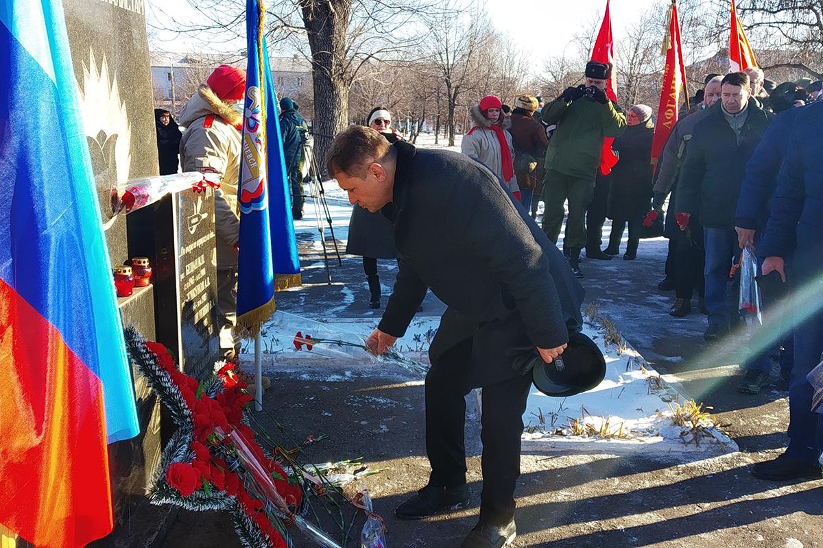 Алчевские активисты приняли участие в митингах, приуроченных 32-й годовщине вывода советских войск из Афганистана 1