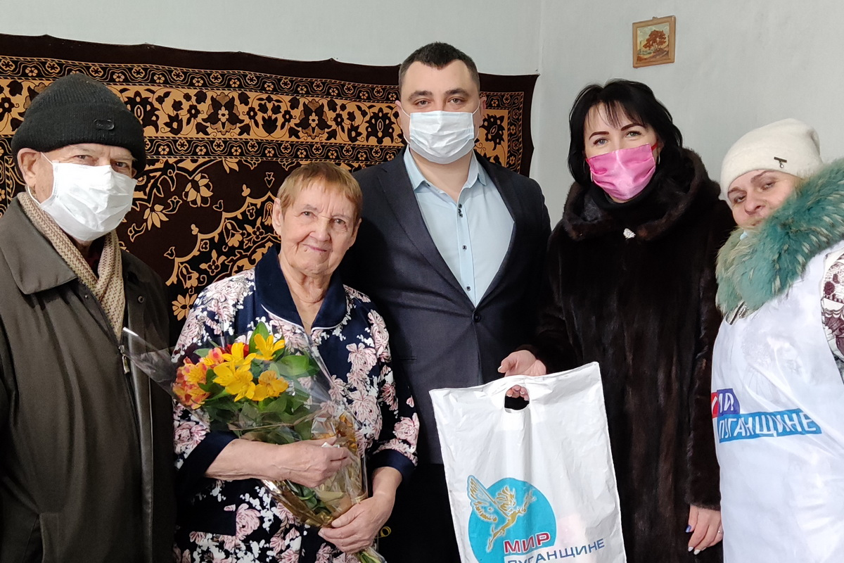 В Вахрушево поздравили с 90-летием члена Совета ветеранов Александру Погорелову