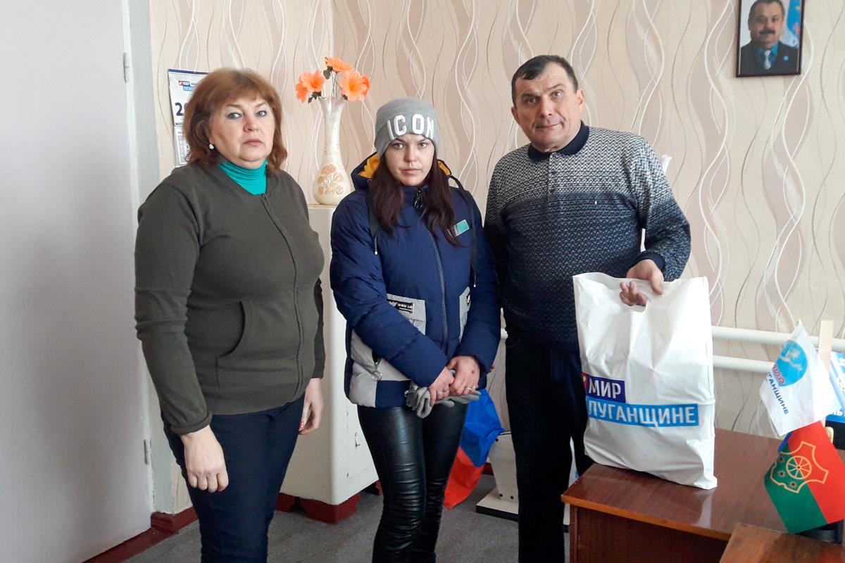 Жителям Антрацита, оказавшимся в трудной жизненной ситуации, передали помощь 6