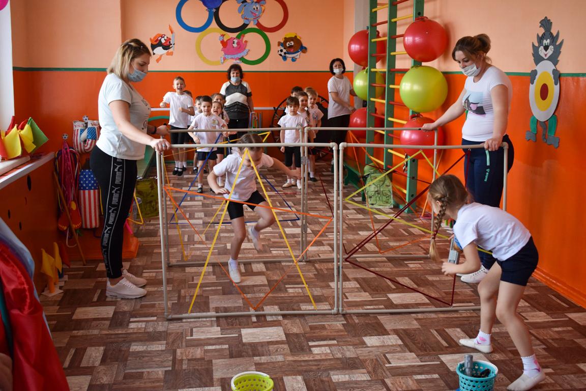 В Брянковском яслях-саду № 25 «Земляничка» открыли новый спортзал