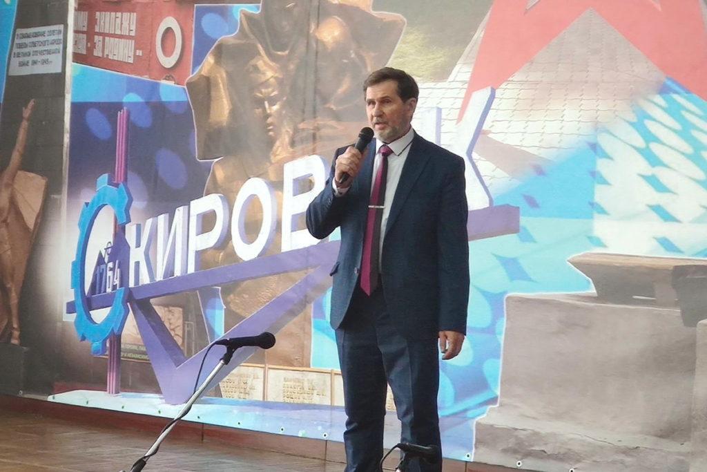В Кировске представители ОД «Мир Луганщине» поздравили военнослужащих с Днём защитника Отечества