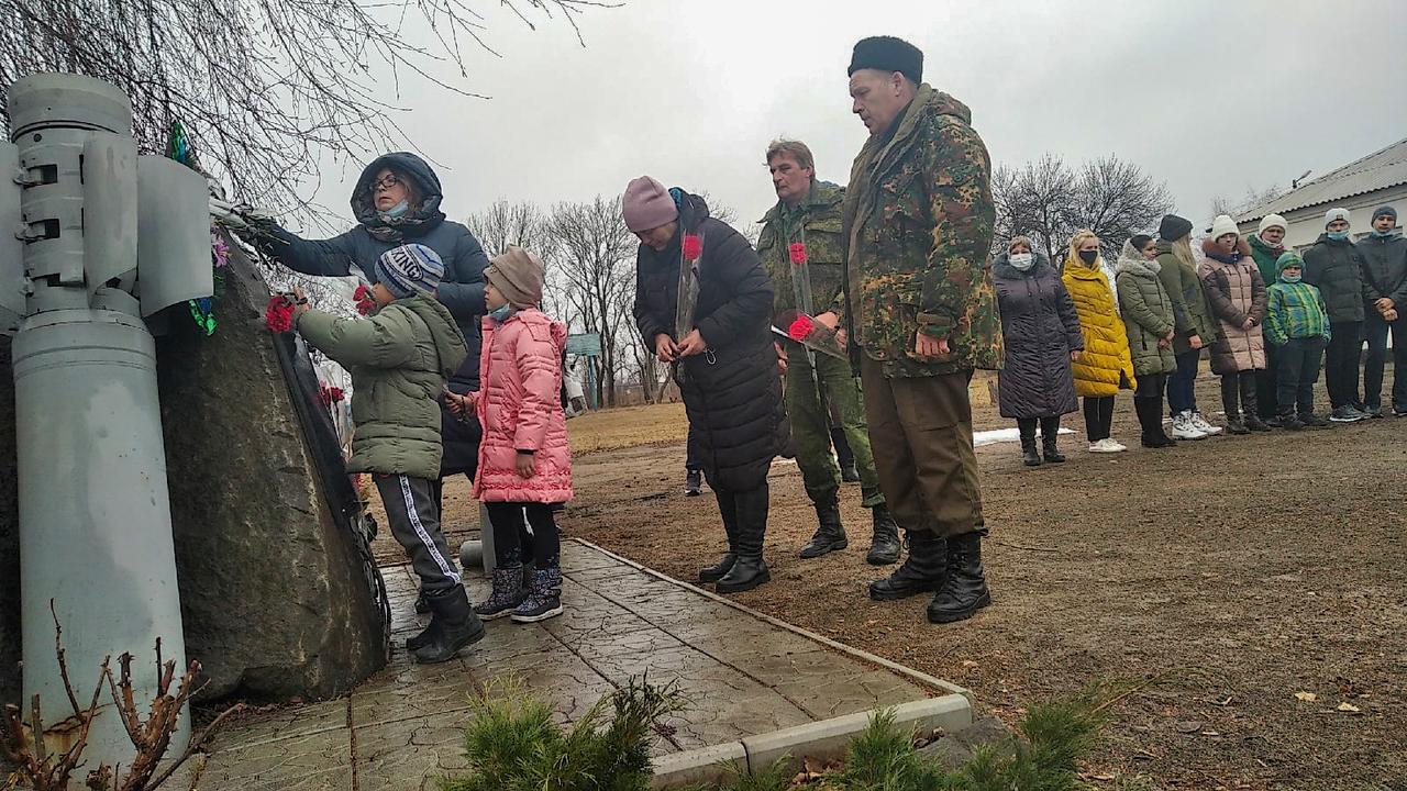 В Свердловской школе почтили память героя Юрия Радионова