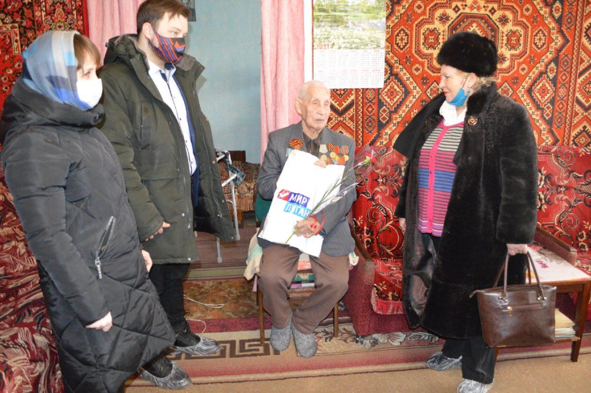 В Свердловске поздравили ветеранов с Днем защитника Отечества 2
