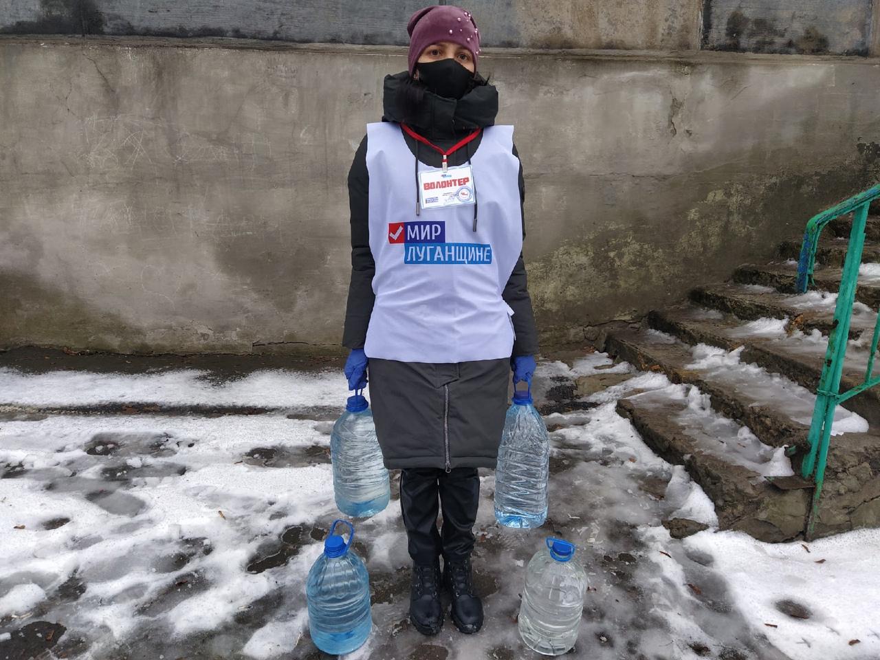 Волонтёры помогли четверым жителям Перевальского района в рамках акции «Рука помощи»