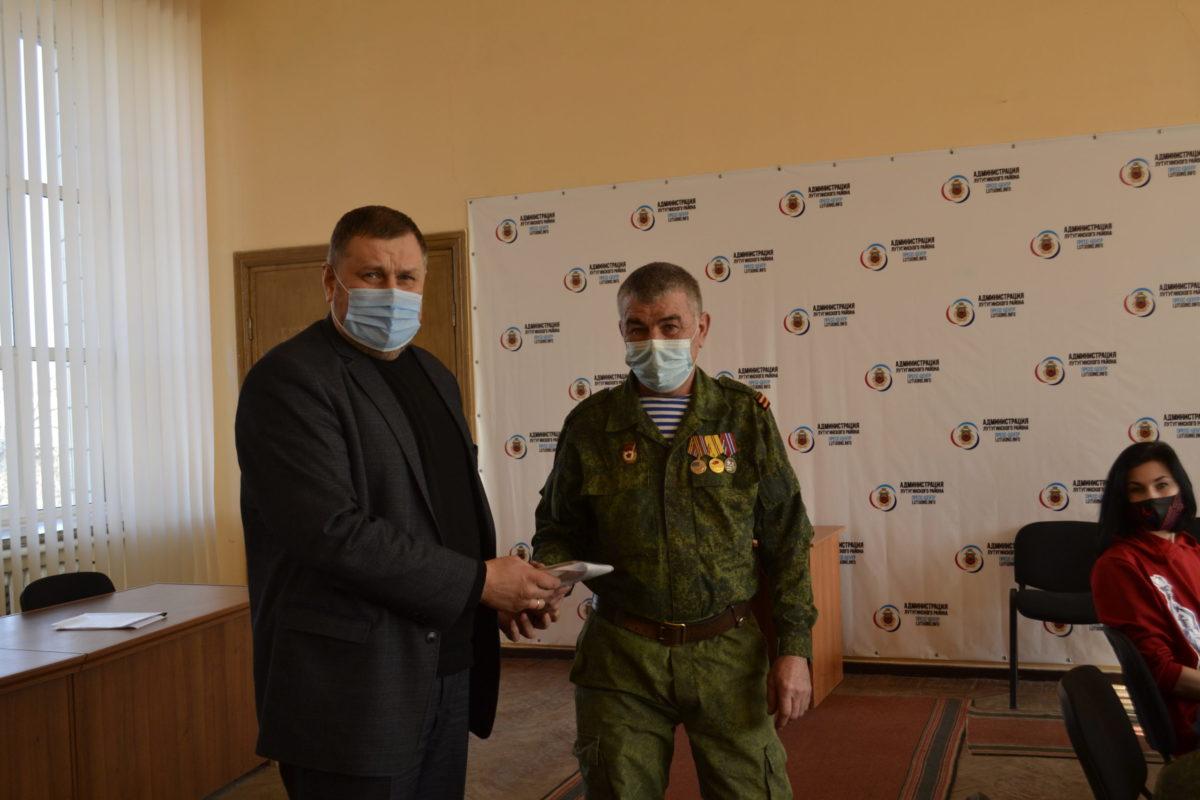 В Лутугино активисты и школьники встретились с участниками Чернухино-Дебальцевской операции