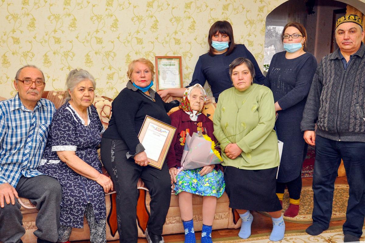 Свердловские активисты поздравили ветерана со 100-летним юбилеем 2