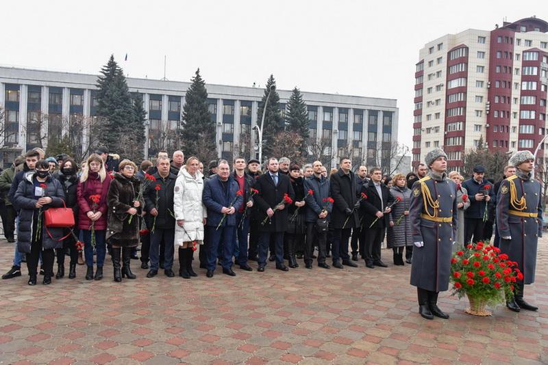 В Луганске почтили память Климента Ворошилова