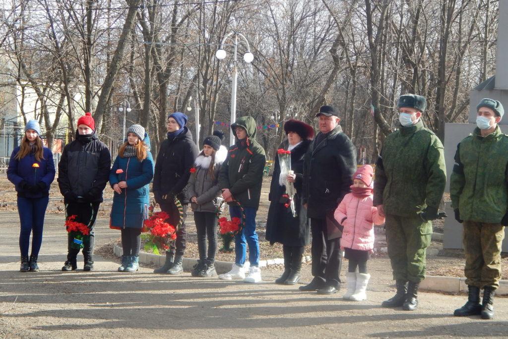 В разных городах ЛНР активисты ОД «Мир Луганщине» провели памятные мероприятия к годовщине окончания Чернухино-Дебальцевской операции 16