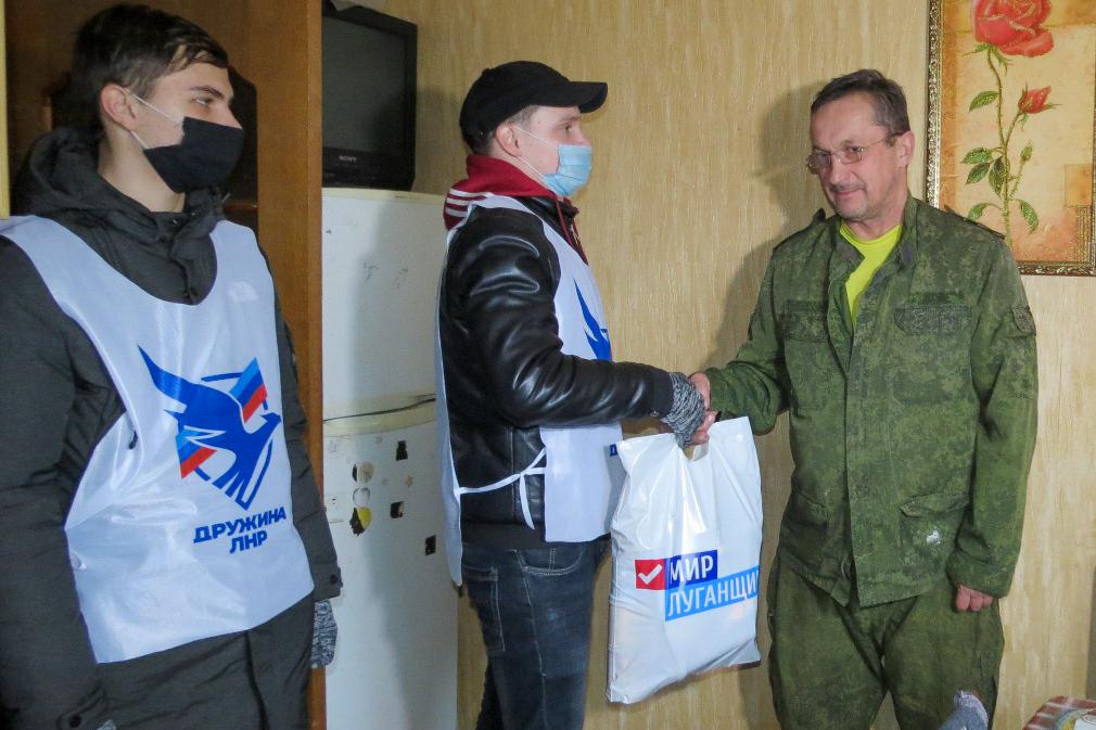 Активисты Брянки посетили участников боевых действий Великой Отечественной войны и Чернухино-Дебальцевской операции
