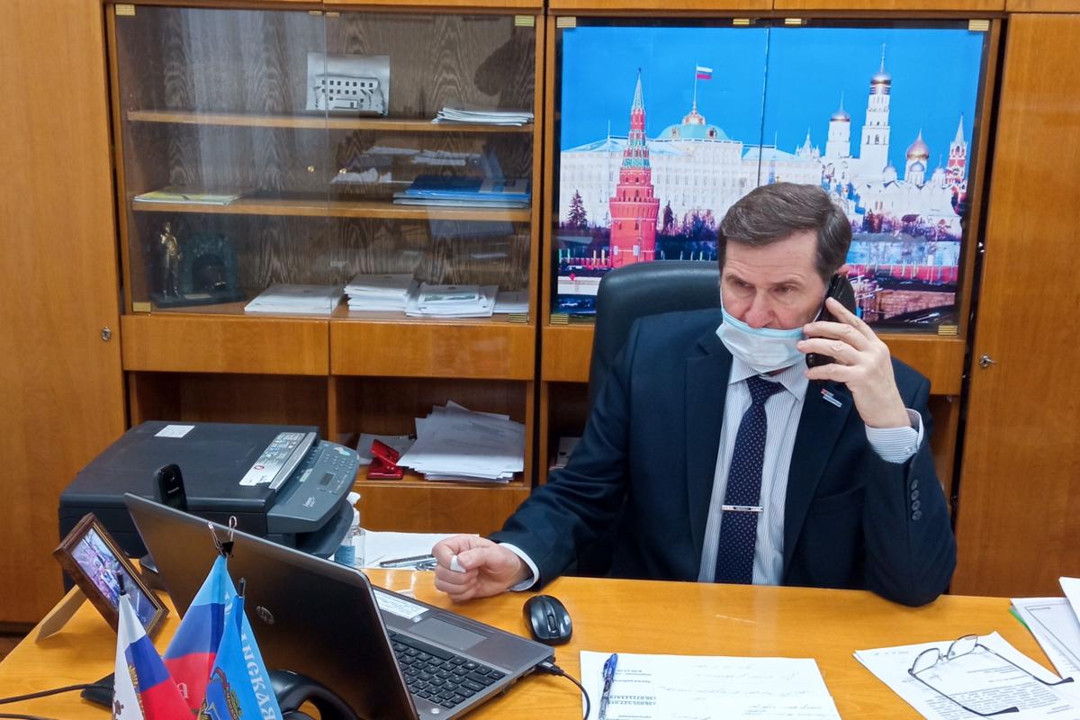 Геннадий Карцев провёлпрямую телефонную линию в Кировске