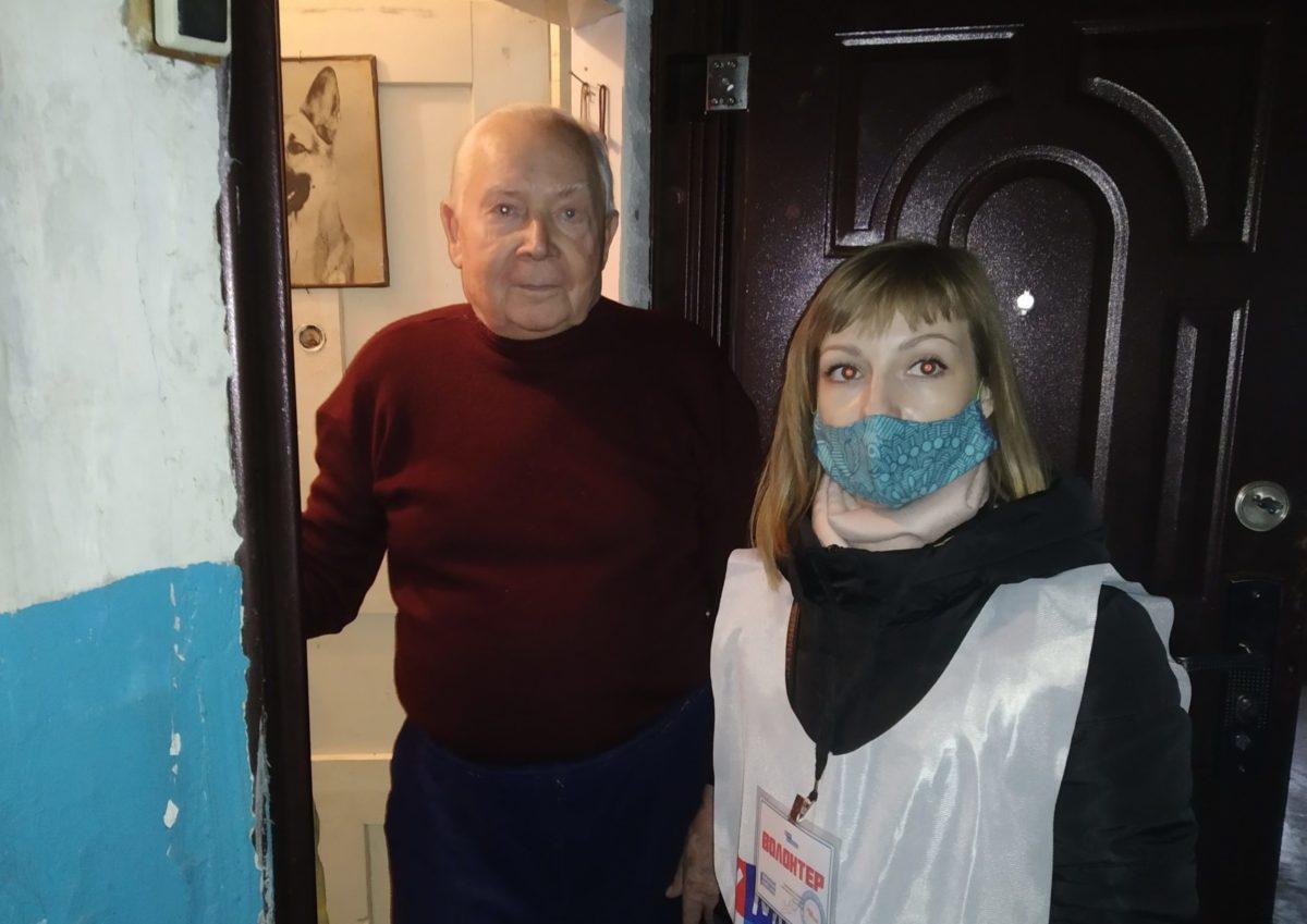 Волонтёры акции «Рука помощи» помогли жителю Краснодона