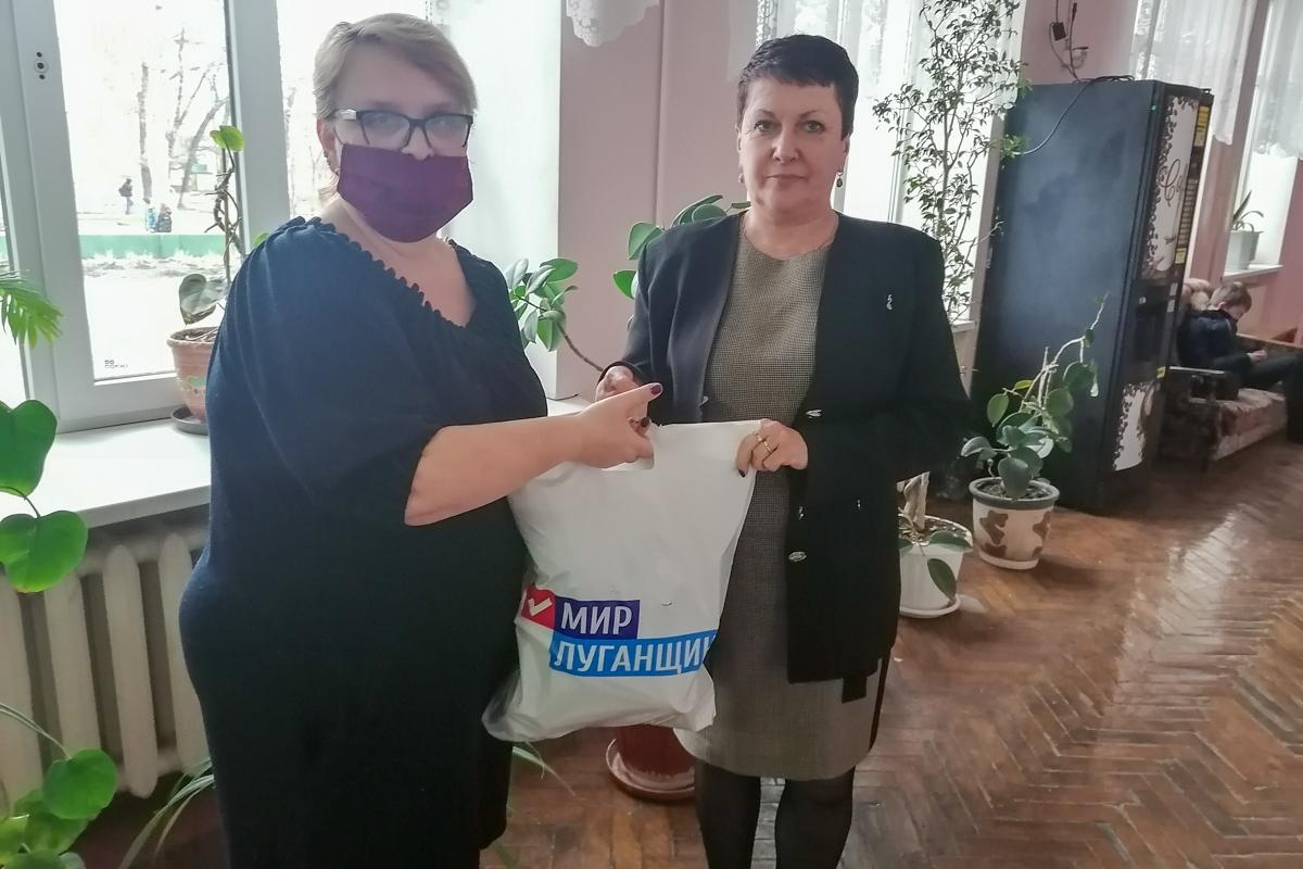 Ирина Андрух передала помощь жителям Луганска от проекта «Волонтёр» 2