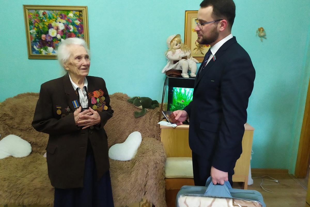 Депутат Александр Криеренко поздравил ветеранов с освобождением Луганска от немецко-фашистских захватчиков