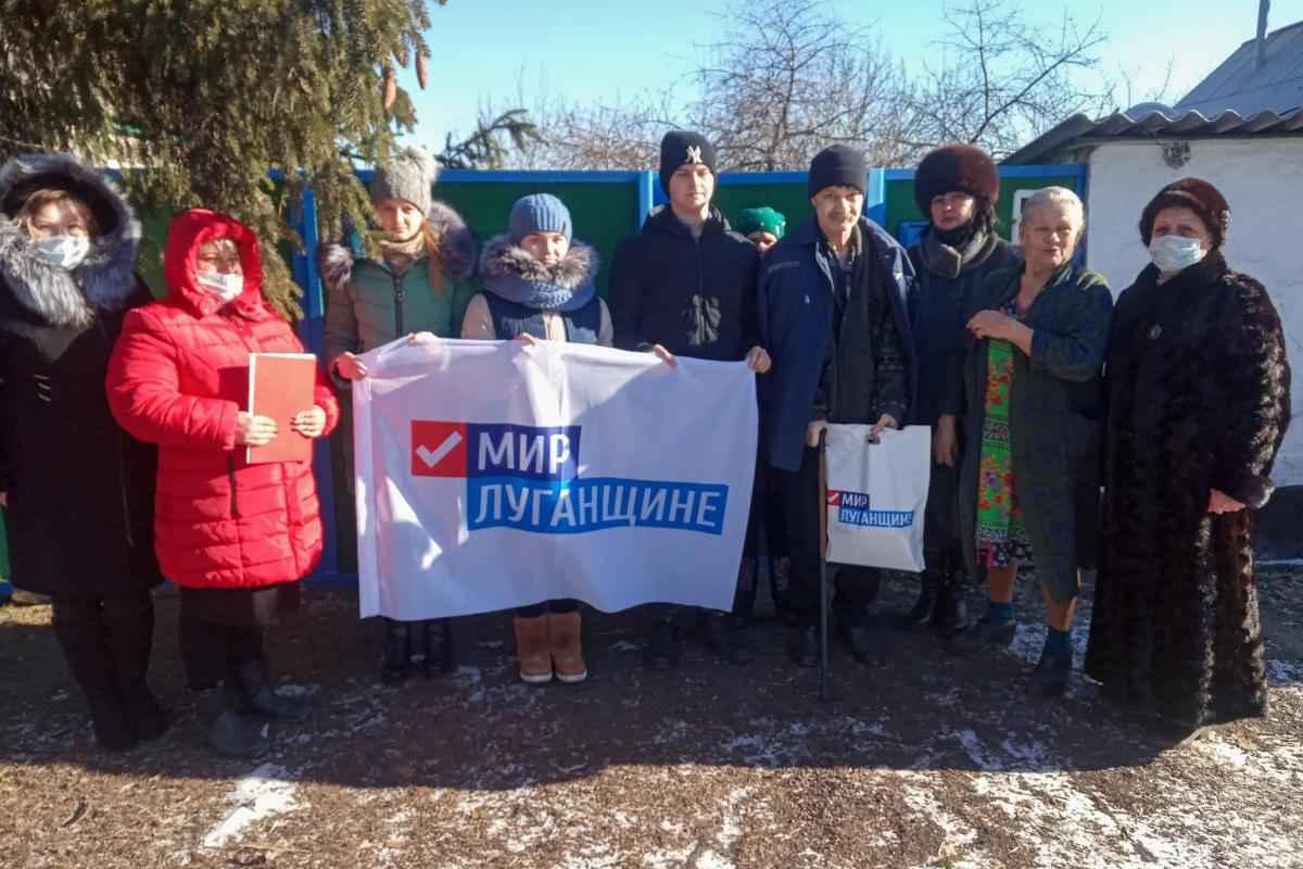 В Антрацитовском районе активисты ОД «Мир Луганщине» посетили воина-интернационалиста
