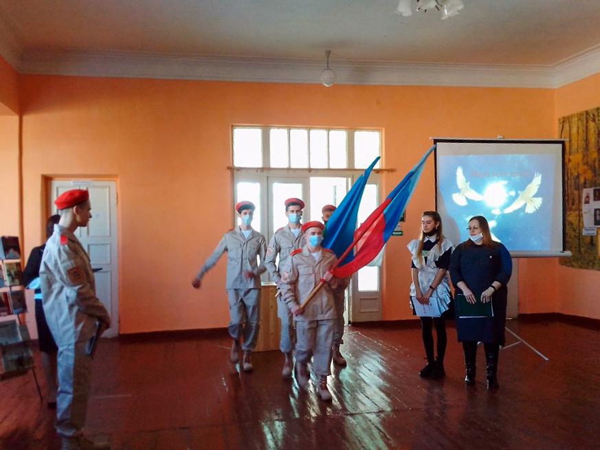 В школе Брянке прошла торжественная линейка, посвящённая окончанию Чернухино-Дебальцевской операции 2