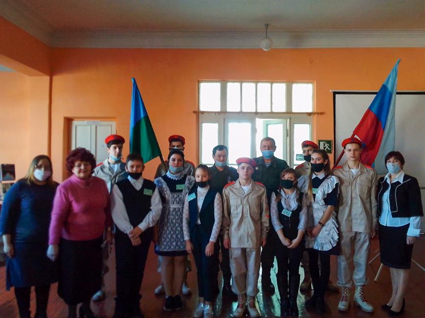 В школе Брянке прошла торжественная линейка, посвящённая окончанию Чернухино-Дебальцевской операции