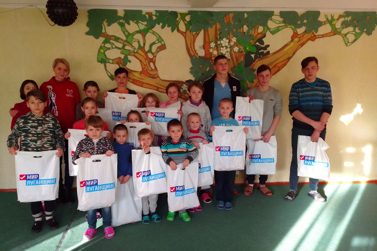 В Алчевске провели патриотический час для воспитанников социально-реабилитационного центра