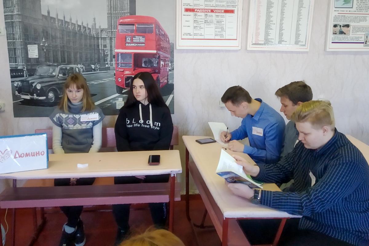 Активисты Славяносербского района провели тематический час «Люби и храни наш великий язык!» 2