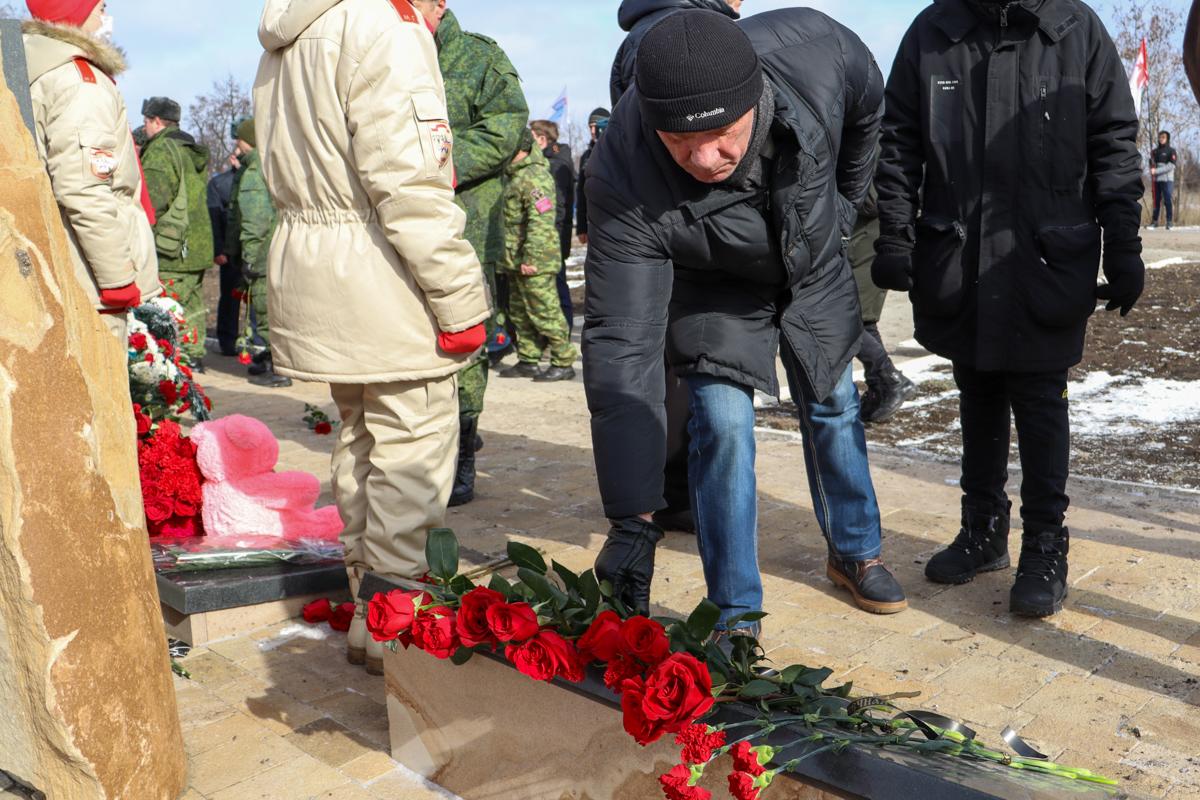 Жители ЛНР и ДНР приняли участие в митинге-реквиеме ко Дню окончания Чернухино-Дебальцевской операции 6
