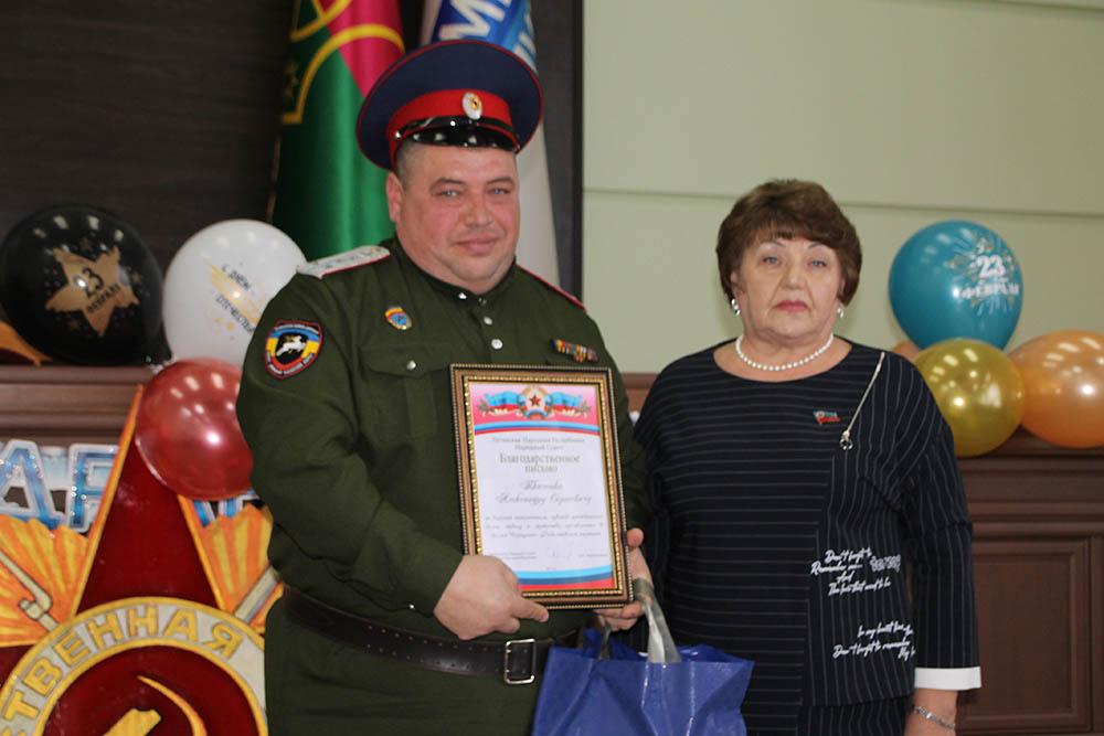 Депутат Елена Рахмукова поздравила военнослужащих в Антраците с Днём защитника Отечества