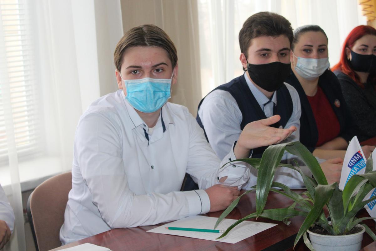 Координатор проекта «Молодая Гвардия» встретился с активистами Славяносербского района 4