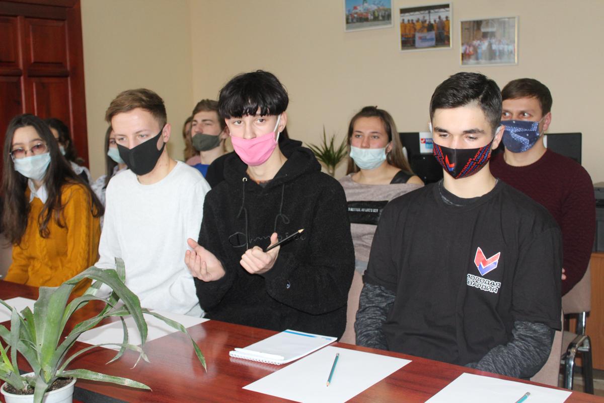 Координатор проекта «Молодая Гвардия» встретился с активистами Славяносербского района 5