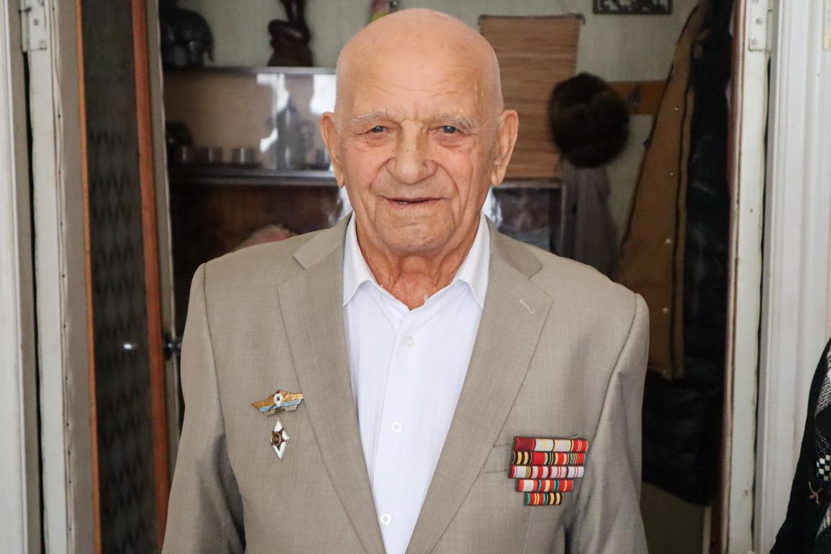 Ветерана Великой Отечественной войны поздравили с 95-летием в Луганске 5