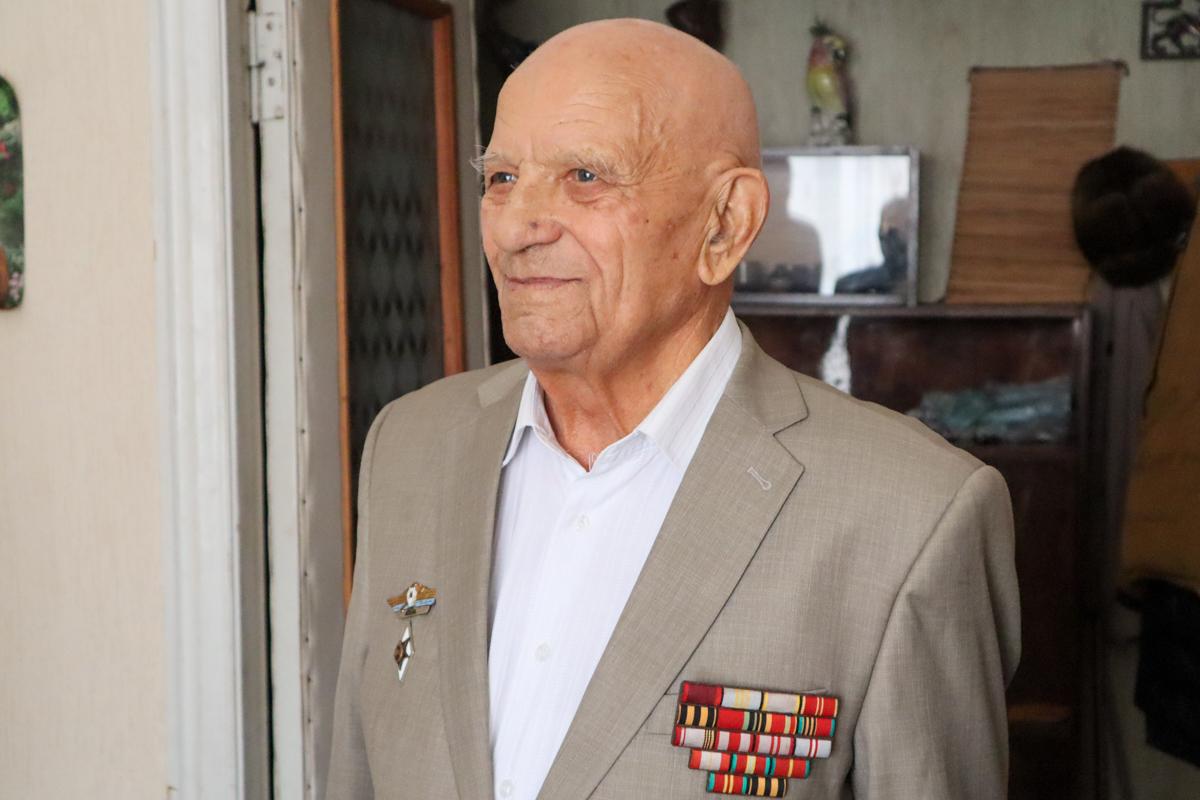 Ветерана Великой Отечественной войны поздравили с 95-летием в Луганске 3