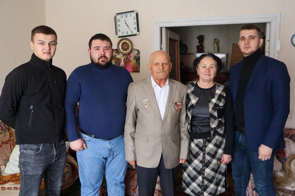Ветерана Великой Отечественной войны поздравили с 95-летием в Луганске 4