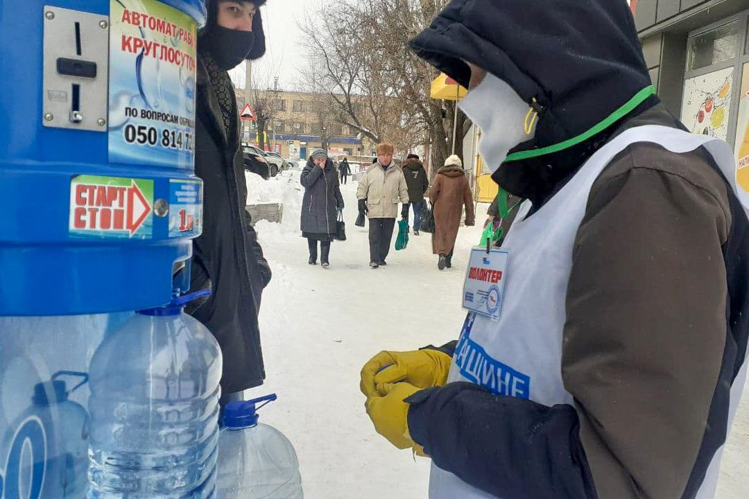 Волонтёры акции «Рука помощи» помогли семи жителям Антрацита