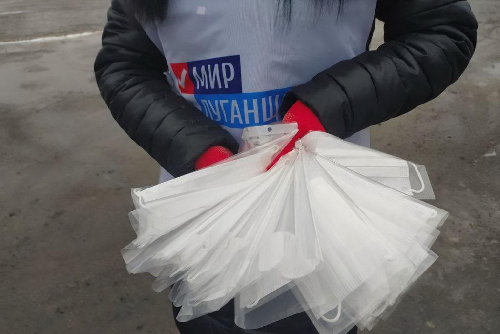 На улицах Первомайска активисты раздали маски
