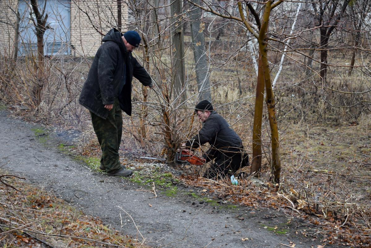Первомайские активисты ОД «Мир Луганщине» провели субботник