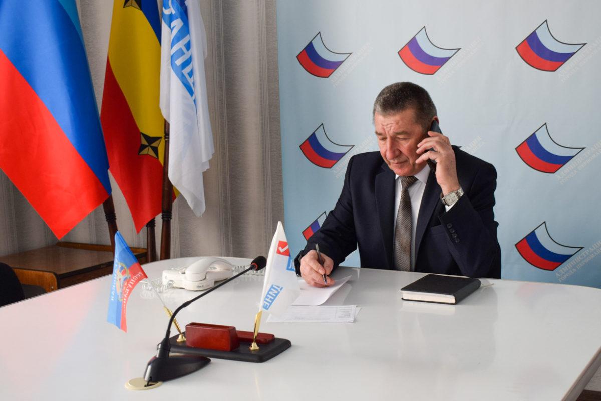 Николай Токарев провёл прямую телефонную линию с жителями Первомайска