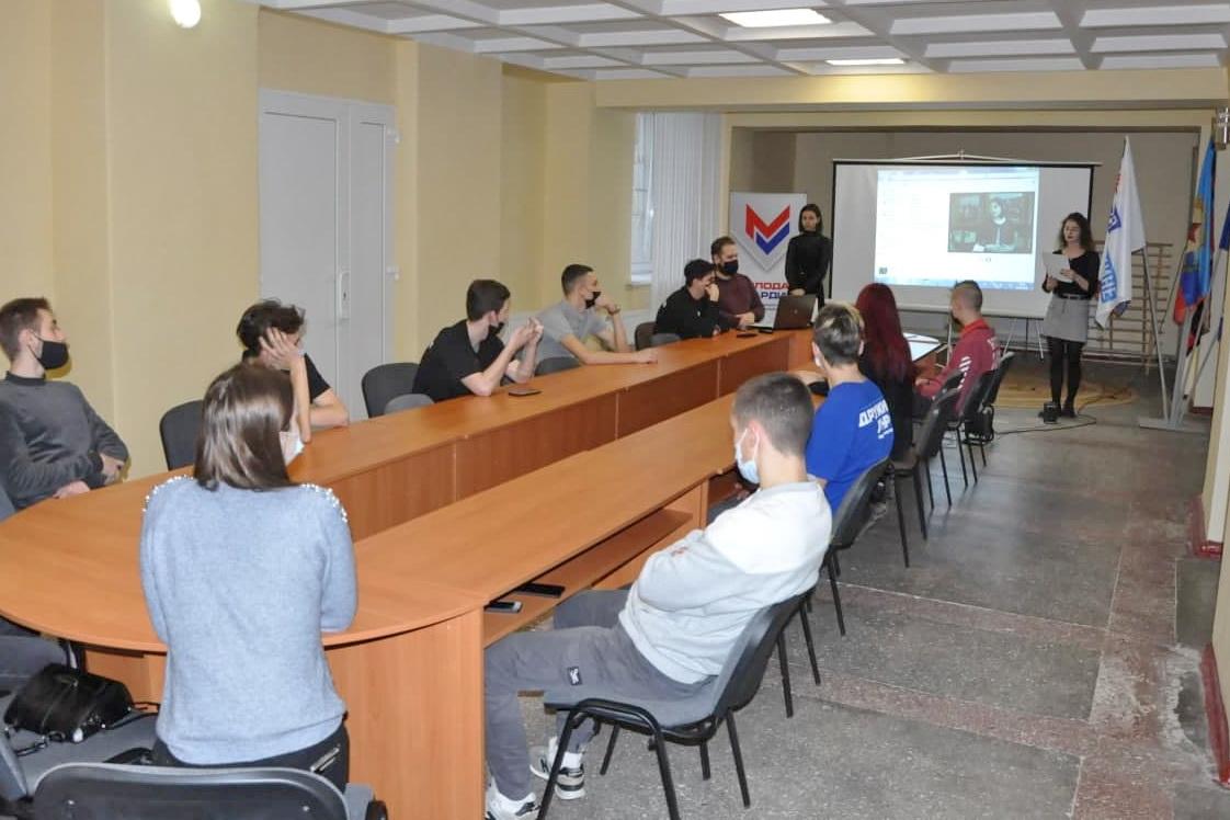 Молодёжные активисты Стаханова провели встречу к 140-летию со дня рождения Климента Ворошилова
